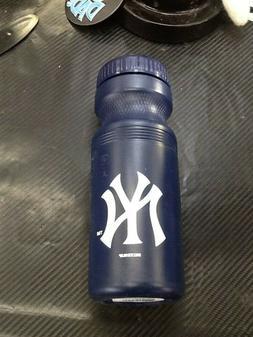 Boelter Brands MLB New York Yankees 24oz Sports Water Bottle